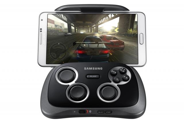 Samsung-GamePad-with-Phone-game-640x426